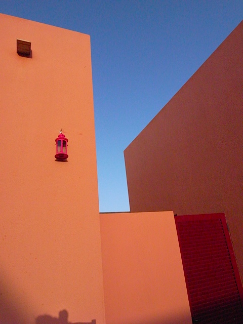 This is my attempt at an artistic shot. The back of Kristina's house. I just loved the colour of the walls against the colour of the sky.