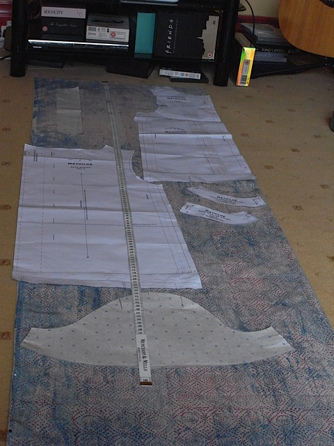 How to get two tops out of 3 meters of narrow fabric!