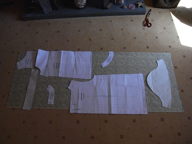 Very happy to get all the pattern pieces on the right way round on 1.5meters of fabric. And its only about 110cm wide.